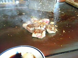 最後はサムズのステーキで